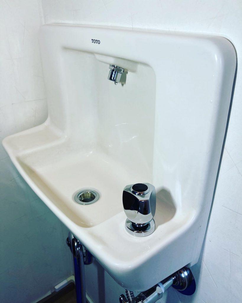 城陽市長池のお客様宅のトイレ手洗器修理と陶器の水垢除去編🚰